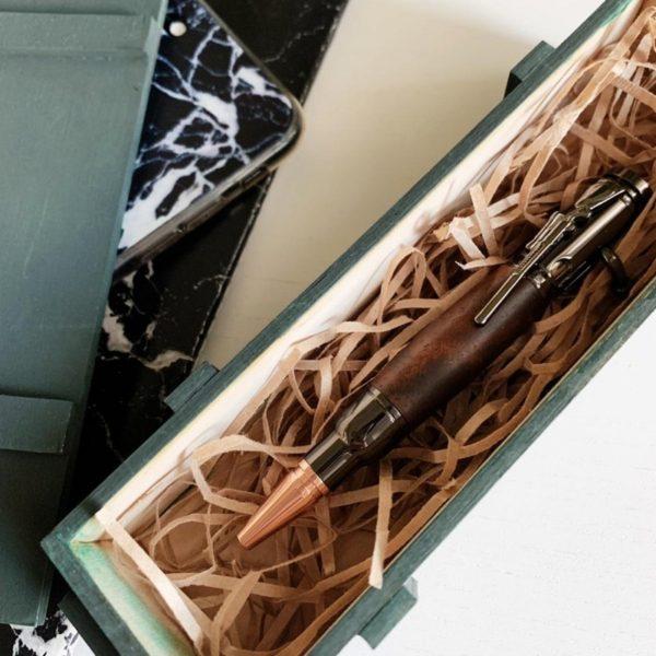 Шариковая ручка с затвором авторская работа. оригинальный подарок шефу руководителю начальнику