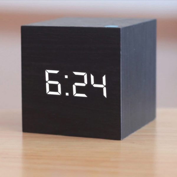 """Цифровые часы """"Квадрат"""" - отличный подарок для мужчин, женщин, коллег"""