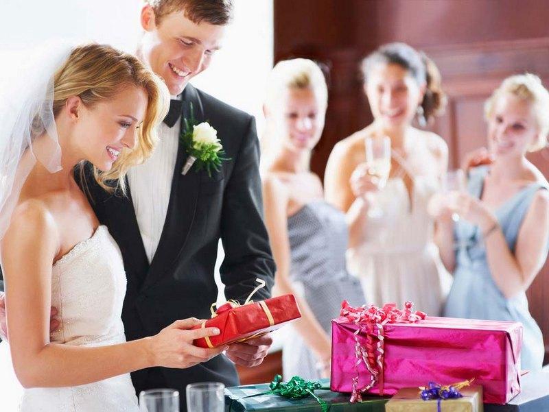 Что подарить на свадьбу — 36  идей